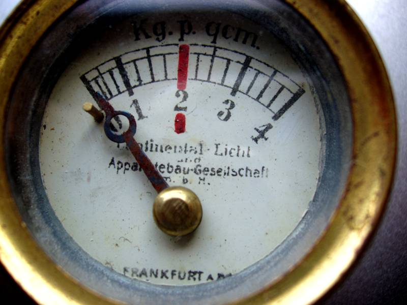 Bild3 Manometer Continental Licht