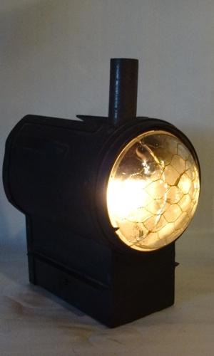 Oberles Petroleum-Backofenlampe leuchtet